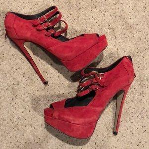 SEXY RED ALDO PUMPS!
